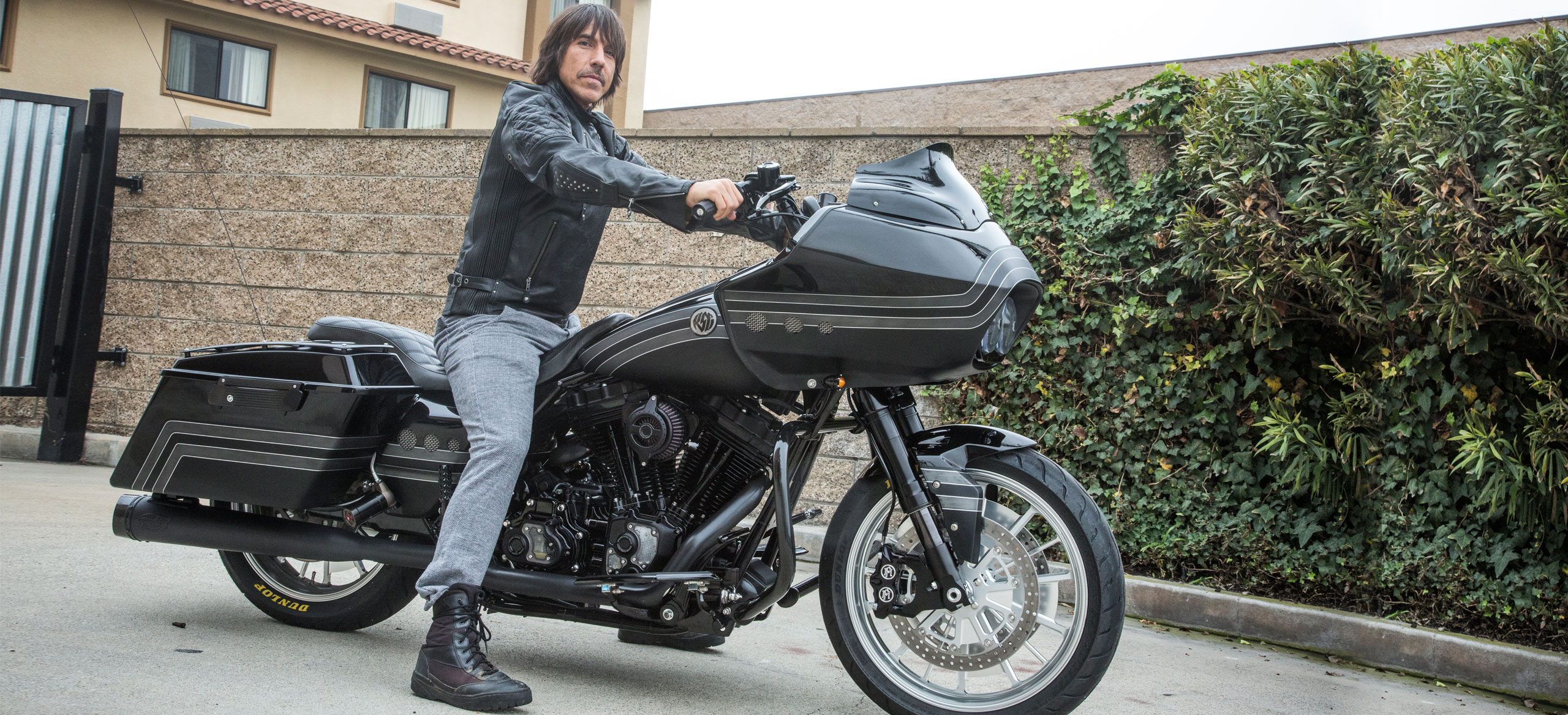 anthony-kiedis-roadglide_1